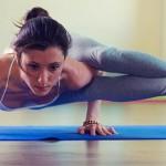Mulher a praticar Yoga